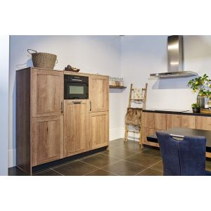 Tijdloze rechte keuken met kastenwand 2-2
