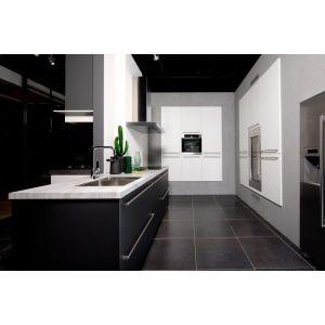 Rechte keuken met kastenwand 30
